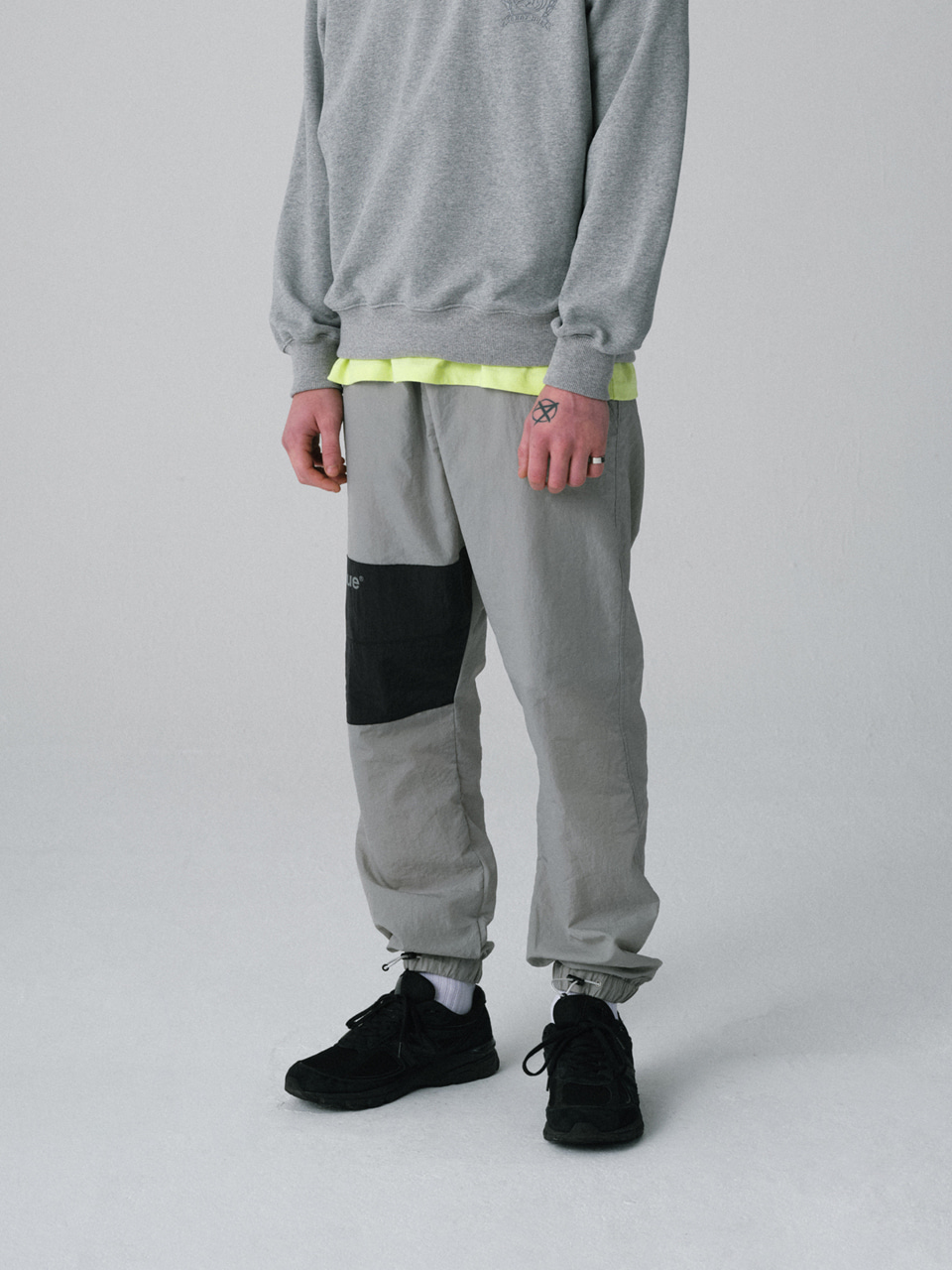 그레이휴BLOCK TRACK PANTS light gray